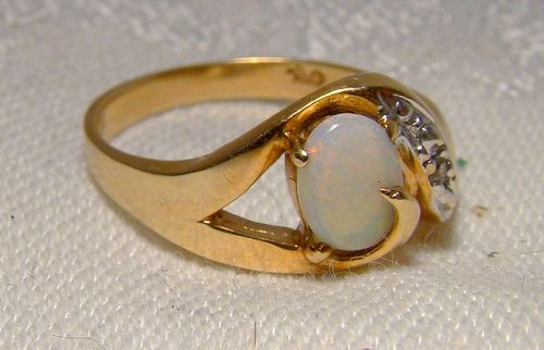 10K Yellow Gold Opal and Diamonds Ring 1980s 1990s - Size 7