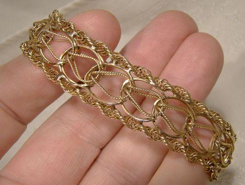 "14K Yellow Gold 5/8"" Wide Double Loop Rope Twist Edge Charm Bracelet"