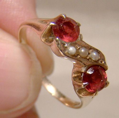 Victorian 10K Yellow Gold Garnets and Pearls Ring 1900 - Size 5-3/4