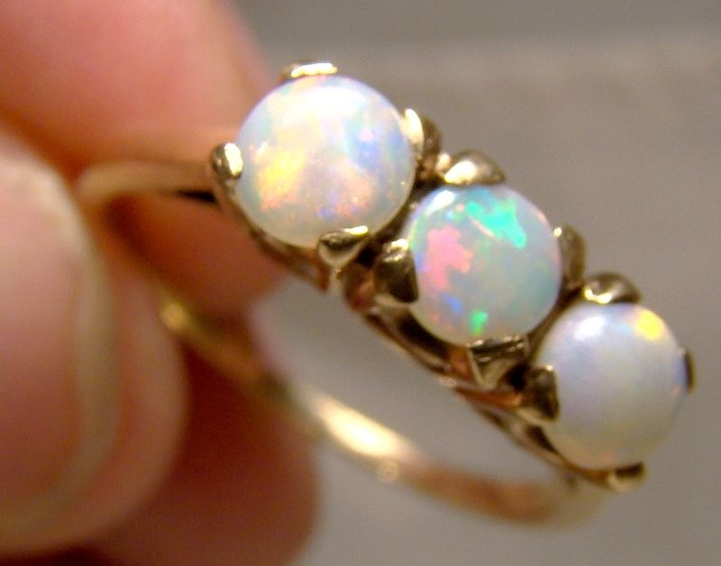 10K Yellow Gold 3 Opals Row Ring with Great Colour 1950s - Size 7-1/2