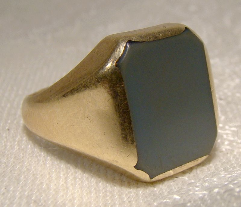 Man's 14K Yellow Gold Grey Agate Signet Ring 1960s 1970s - Size 10
