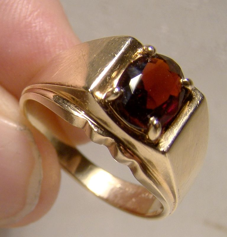 10K Yellow Gold Man's Garnet Ring - Size 8-3/4