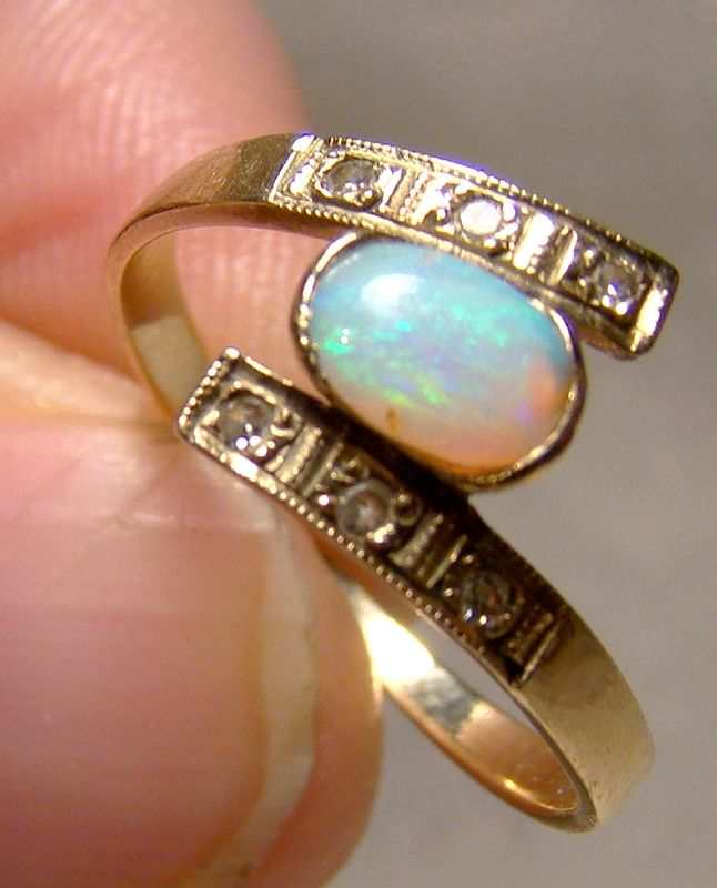 9K Opal and Diamonds Ring 1986 - Size 6-1/4