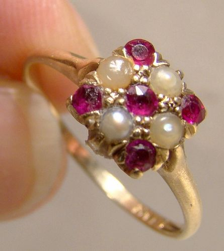Victorian Edwardian 14K Yellow Gold Rubies and Seed Pearls Ring 1900