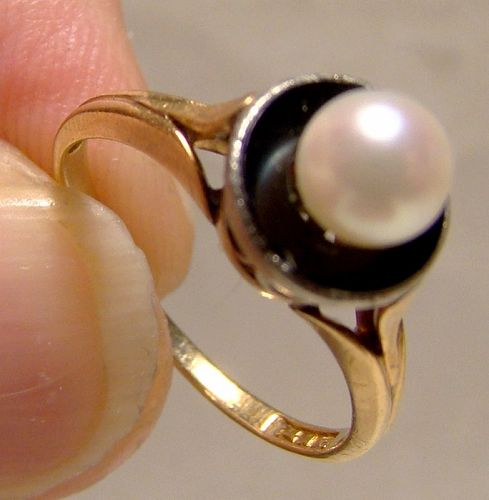 Edwardian 14K Yellow Gold Black Onyx and Cultured Pearl Ring