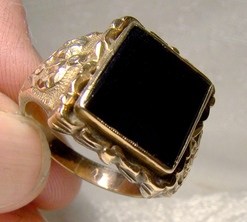 Ornate 9K Yellow Gold Custom Made Man's Black Onyx Signet Ring 1940s
