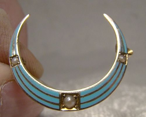 14K Yellow Gold Enamel Seed Pearls Crescent Moon Honeymoon Pin Brooch