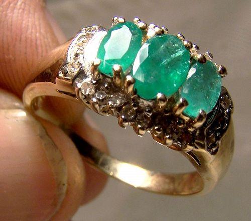 10K Yellow Gold 3 Emeralds and Diamonds Surround Ring 1970s-80s