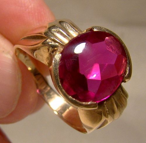 10K Yellow Gold Synthetic Ruby Cabochon Ring 1960s-70s Size 8-1/2