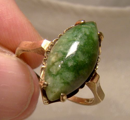 10K Yellow Gold Green Agate Ring  1950s-60s - Size 5-3/4