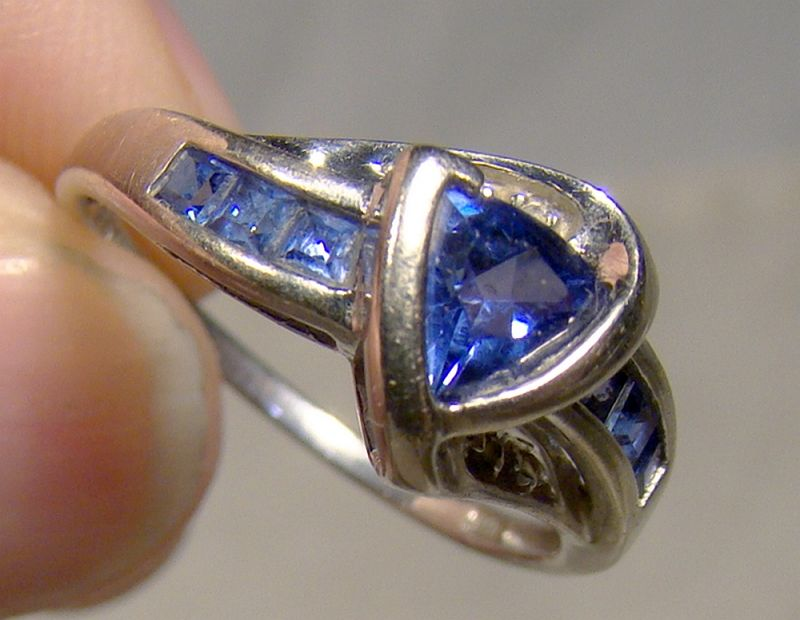 10k White Gold Blue Sapphires Ring 1990s - Size 7