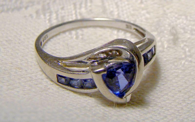 10k White Gold Blue Sapphires Ring 1990s - Size 7