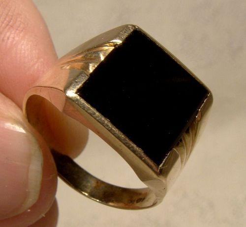 Man's 10K Yellow Gold Black Onyx Signet Style Ring 1960s-1980s
