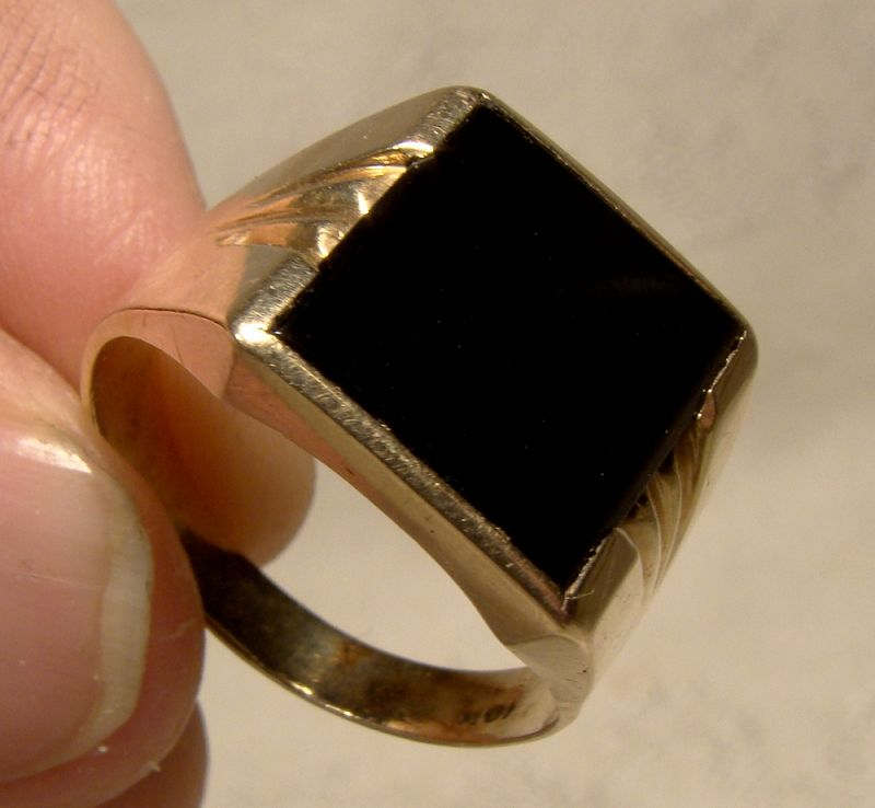 Man's 10K Yellow Gold Black Onyx Signet Style Ring 1960s-1980s