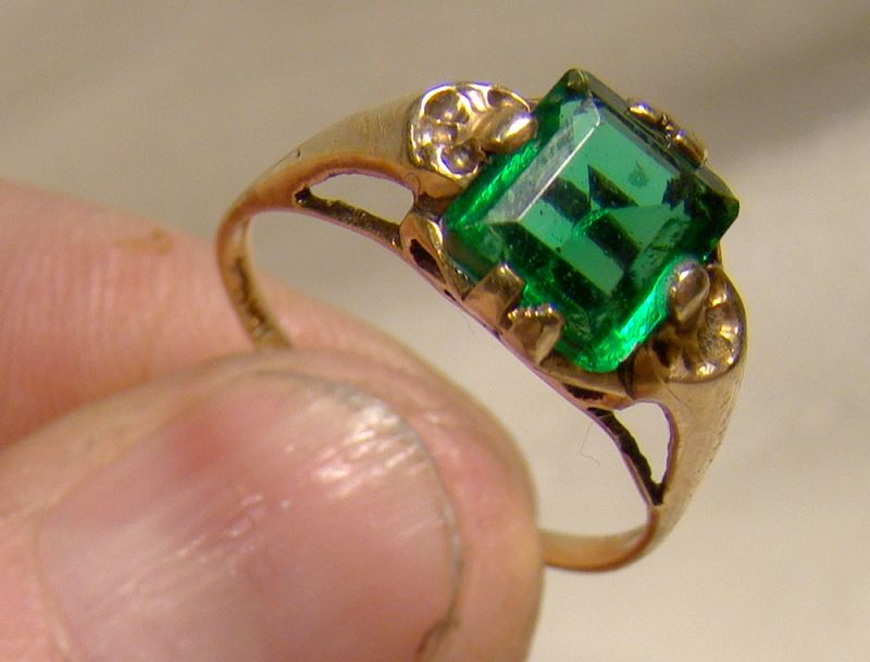 10K Yellow Gold Green Emerald Glass Ring 1930s - Size 7