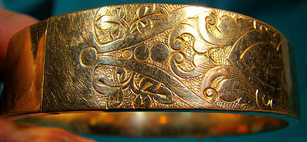 Victorian ROLLED GOLD PLATE ENGRAVED BANGLE c1880-90
