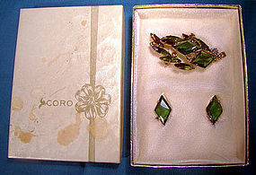 Signed CORO GREEN RHINESTONE PIN & EARRINGS in Orig BOX 1960s