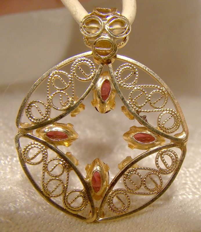 14K Yellow Gold Garnets and Pearls Round Pendant or Charm 1970s