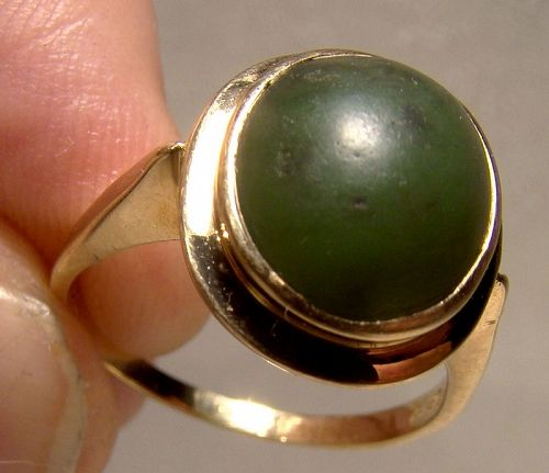 10K Yellow Gold Nephrite Jade Cabochon Ring 1960s - Size 7-1/2