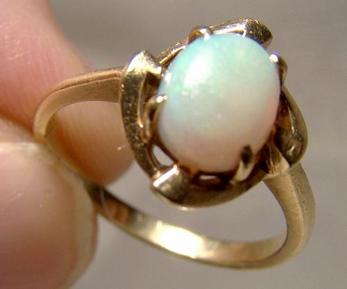 10K Yellow Gold Oval Opal Ring 1960s - Size 6-1/2