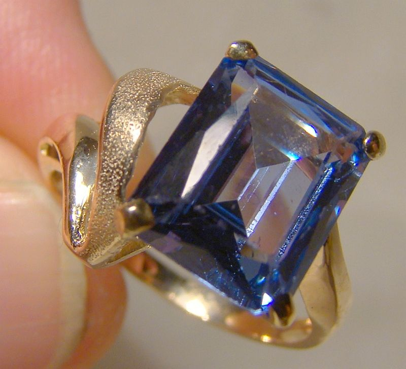 14K Yellow Gold Blue Spinel Modern Abstract Ring 1960s-70s