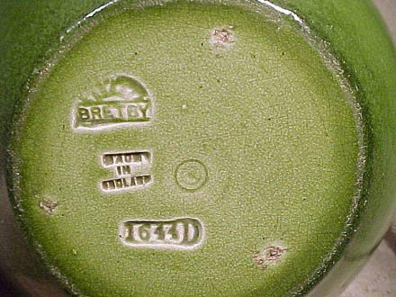 BRETBY ENGLISH POTTERY GREEN PLANTER c1920