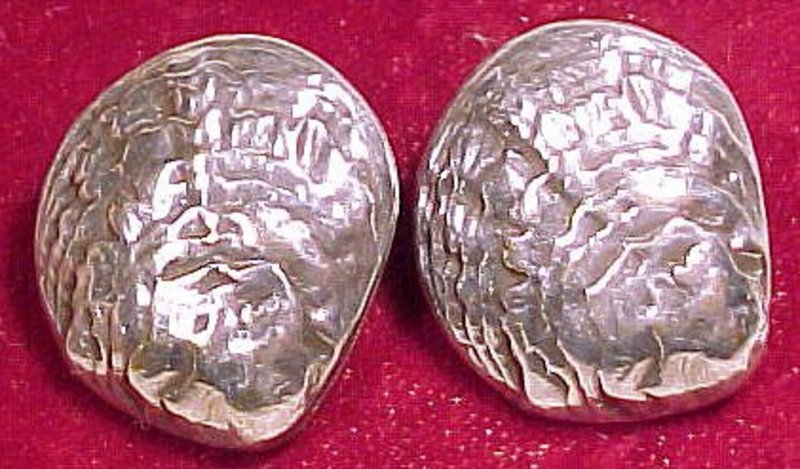 VICTORIAN SHELL SHAPED SILVER PLATED COLLAR BUTTONS
