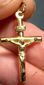 10K YELLOW GOLD CRUCIFIX PENDANT