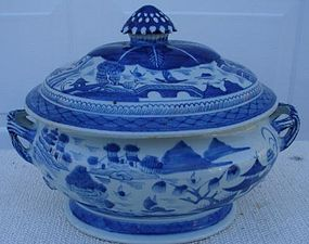 CIRCA 1880 CHINESE EXPORT BLUE CANTON SOUP TUREEN