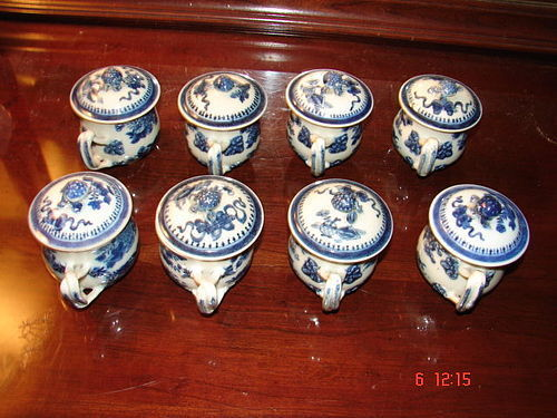 CHINESE EXPORT FITZHUGH SET OF  POT DE CREMES