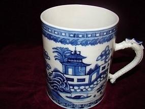 CIRCA 1800 CHINESE EXPORT BLUE AND WHITE MUG