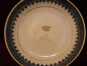 18TH CENTURY CHINESE EXPORT ARMORIAL SAUCER