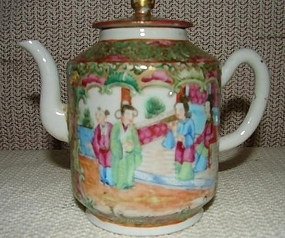 C. 1850 CHINESE EXPORT ROSE MEDALLION TEAPOT