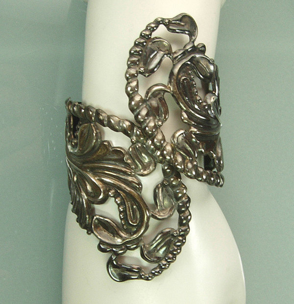 Early Taxco Mexican Silver Openwork Repousse Clamper