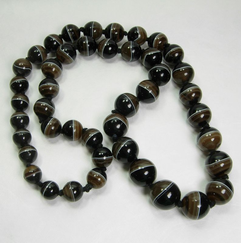 Antique Victorian Banded Agate Onyx Bead Necklace 26 Inches 164 Grams