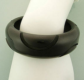 Chunky Black Bakelite Carved Bangle: Art Deco Bubbles