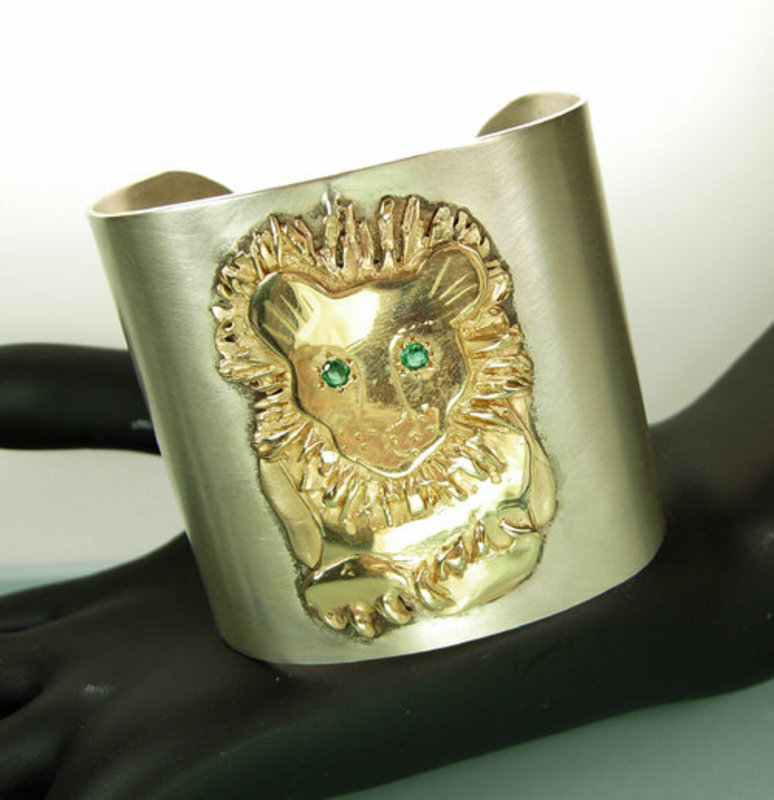 Big 1970s Silver 14KT Gold Emerald Lion Motif Bracelet