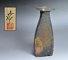 Kakurezaki Ryuichi Three-sided Bizen Vase w/ Unusual Flying-top