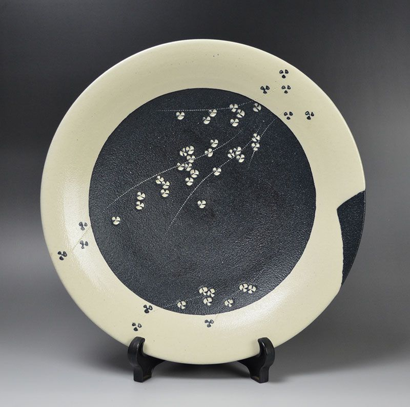 Kondo Yutaka Dish with Scattered Flowers