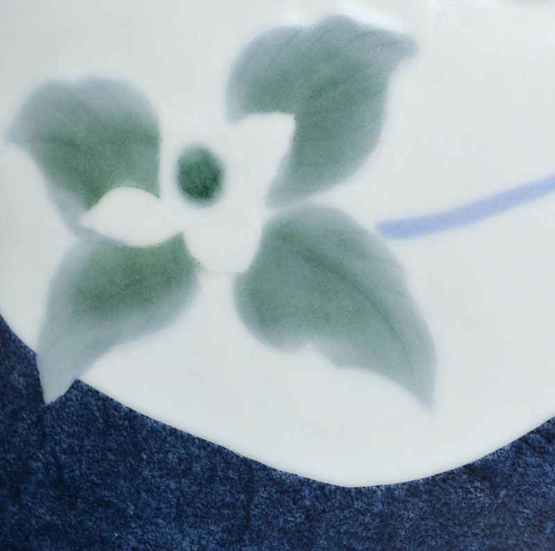 Elegant Vessel decorated with Yamaboshi Flowers by Shimada Fumio