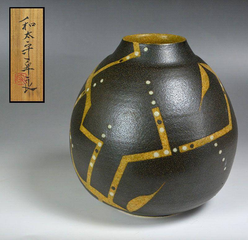 Wada Morihiro Vase Desiai-fu Kusamon Tsubo