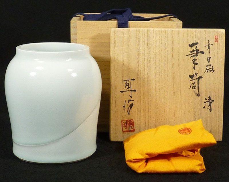 Fukami Sueharu Seihakuji Blue Flower Cylinder