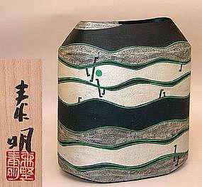 Futuristic Vase by Morino Taimei
