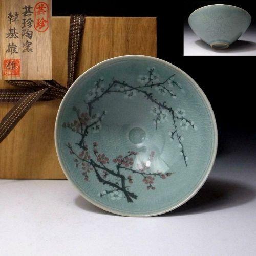 Celadon tea bowl by great Korean artist Han Ji Xiong