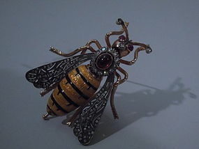 Bee Brooch in 18 Kt Gold, Enamel, & Diamonds C 1890