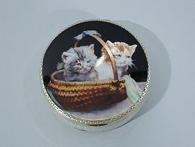 Cats in a Basket Compact in Silver Gilt and Enamel