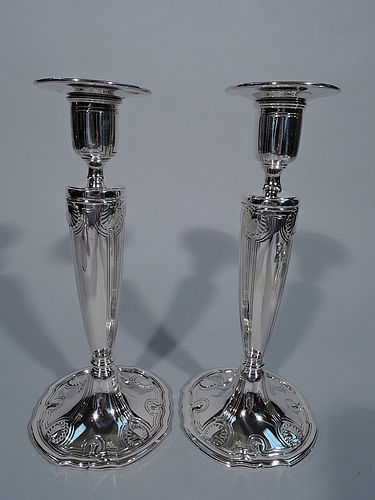Pair of Tiffany Edwardian Neoclassical Sterling Silver Candlesticks