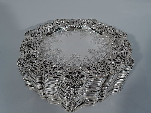 Set of 18 Antique Sumptuous Sterling Silver Dinner Service Plates