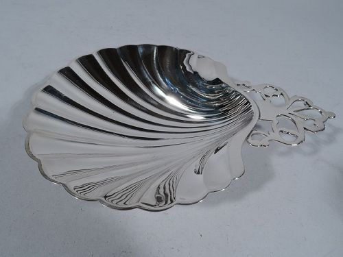 American Sterling Silver Scallop Shell by Meriden Britannia