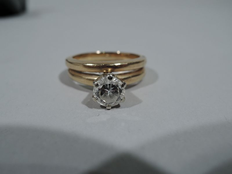 Classic American 14K Gold Ring with Brilliant-Cut Diamond